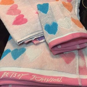 NWT Betsey Johnson wild heartbeat towel set!